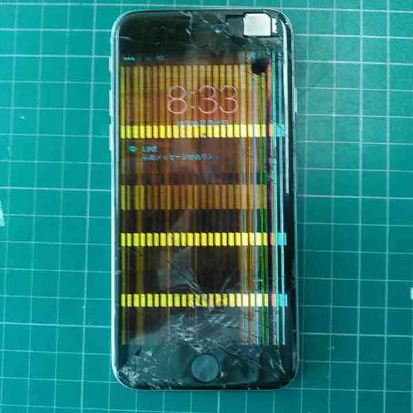 液晶が漏れて操作ができなくなったiPhone